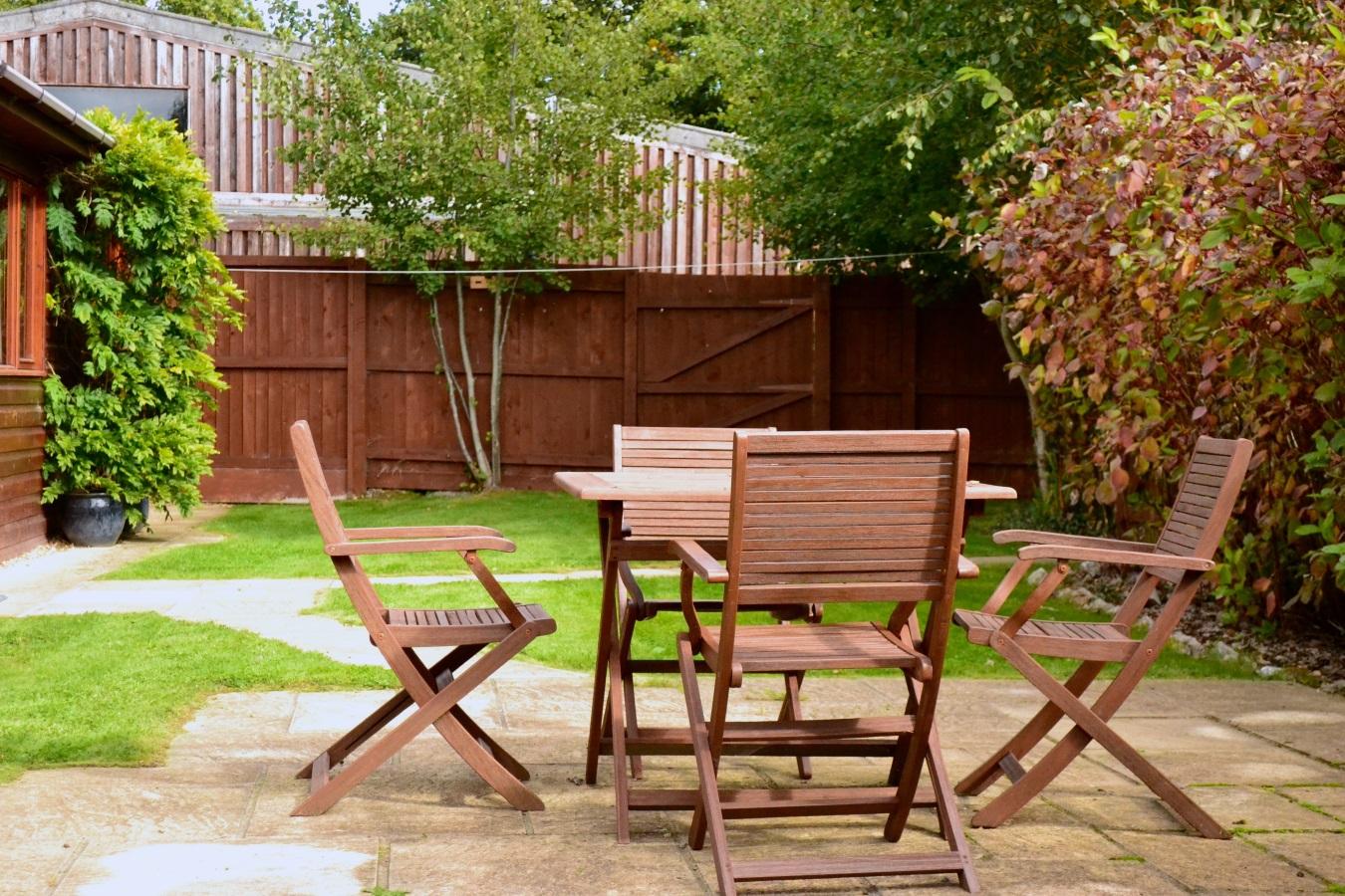 Oaktree Cottage Garden Dining at Little Dunley Cottages Devon