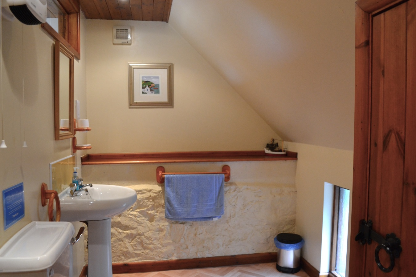 Lake View Bathroom at Little Dunley Cottages